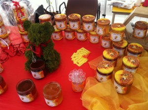 Vente et dégustation de miel.